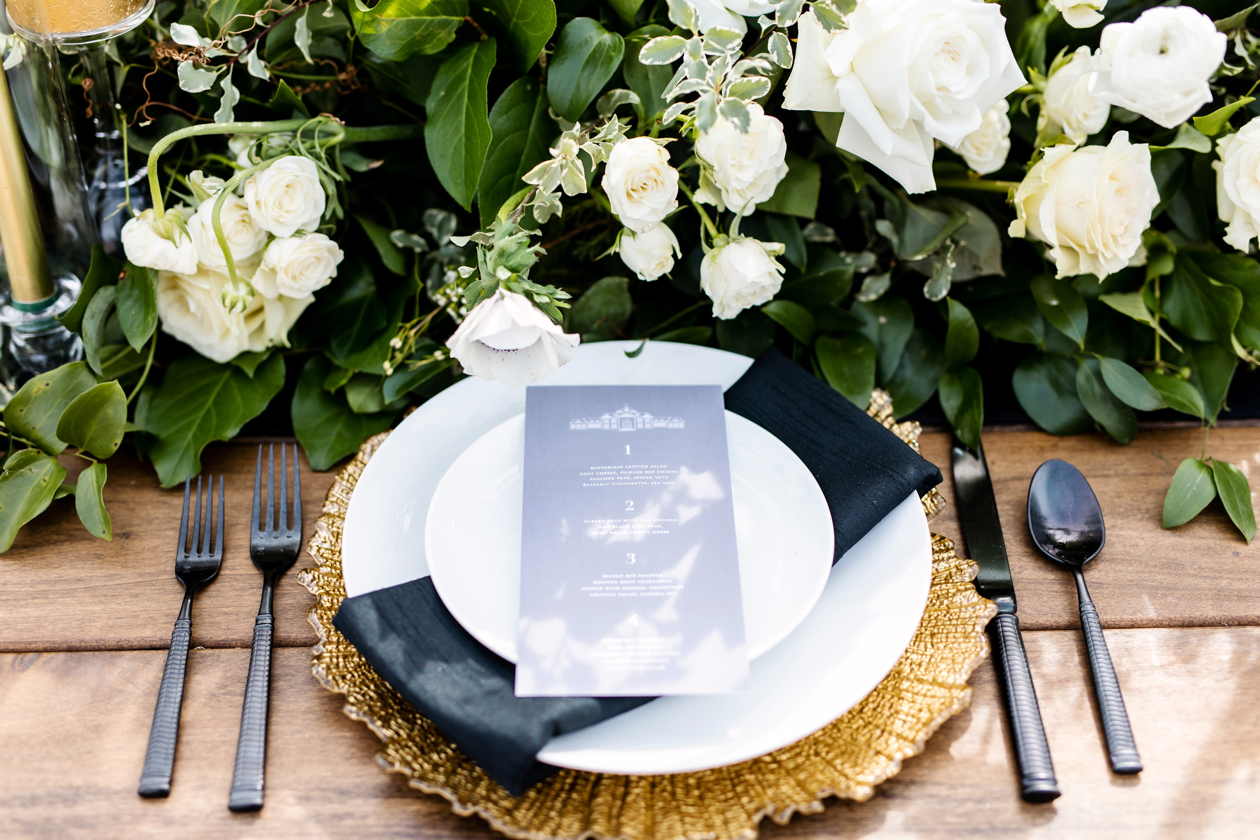 black and gold wedding decor